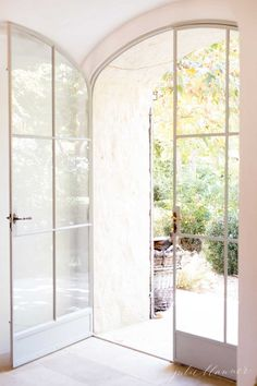 incredible thick walled curved front door entryway - omg ♥
