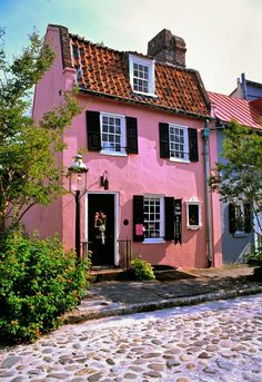 CURB APPEAL – another great example of beautiful design. Little pink houses are for you and me. This one is on Chalmers Street in Charleston, SC. Photo by Doug Hickok. Pink Houses, Little Houses, Beautiful Homes, Beautiful Places, Cozy Cottage, French Cottage, Cottage House, Belle Photo, My Dream Home