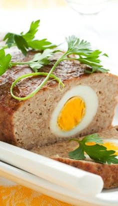 Lekker koken met gevuld gehaktbrood met ei en spek
