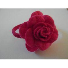 haarelastiek met roze vilten bloem