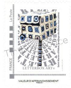 """Timbre LetterboxArt©: Boîte aux lettres """"Granny"""" à Saint-Martin-d'Abbat."""