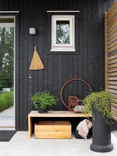 black house and white windows Black Exterior, Exterior Colors, Exterior Paint, Exterior Design, Interior And Exterior, Exterior Signage, Exterior Siding, Modern Exterior, Outdoor Spaces