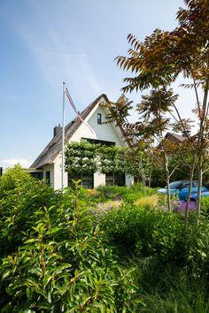 Eigentijds landhuis - Laat je inspireren door onze opgeleverde woningen Inspireren, Cabin, Doors, Mansions, House Styles, Home Decor, Decoration Home, Manor Houses, Room Decor