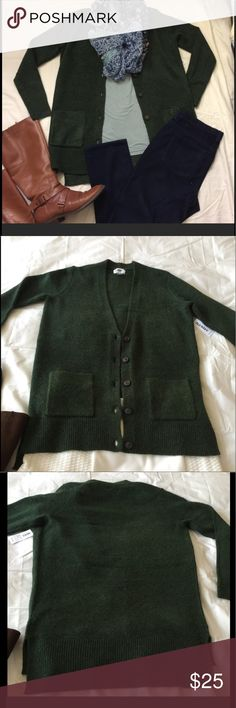 Green Topper Sweater The Gap also has a presence in Harajuku, Japan.  Old Navy is a division of The Gap, but it has trendier clothes and lower price options.  This is a brand new sweater that's thick and warm.  It is perfect for cold Winter days.  Details:  the chest width is 19 inches (48.26 cm) and the sweater from top to bottom measures 29.5 inches (74.93 cm). Old Navy Sweaters Cardigans
