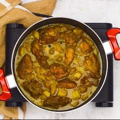 Delicious Caribbean style curry chicken is succulent, hearty and flavoursome chicken recipes Jamaican curry chicken Jamaican Dishes, Jamaican Recipes, Oxtail Recipes, Jamaican Cuisine, Jamaican Curry Chicken, Jamaican Fried Chicken Recipe, Caribbean Curry Chicken, Jamaican Curry Goat, Kerala Chicken Curry