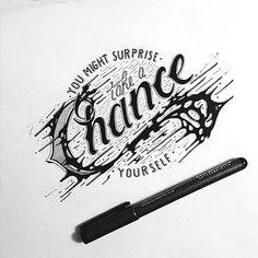 Raul Alejandro est un directeur artistique qui vit à New York et franchement c'est un véritable cador de la typographie à la main. On voit bien que le garçon maitrise parfaitement son stylo et que sa main est aussi précise que celle d'un chirurgien. Bref, c'est propre, c'est beau, ça envoie du…
