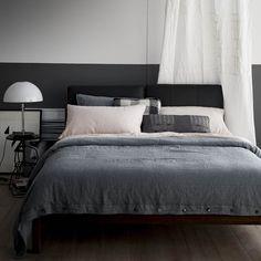 Camera da letto con Scozzese: l'essenziale non è invisibile agli occhi ma è un piacere al tatto.  #laFABBRICAdelLINO #CollezioneScozzese #HomeFashion #Autunno #Inverno