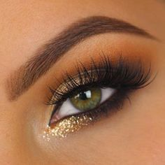 Bring on the NYE glitter! Simple smokey eye with a pop of gold