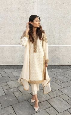 Pakistani Formal Dresses, Pakistani Fashion Casual, Pakistani Dress Design, Pakistani Outfits, Indian Outfits, Indian Fashion, Eid Outfits, Punjabi Fashion, Punk Fashion