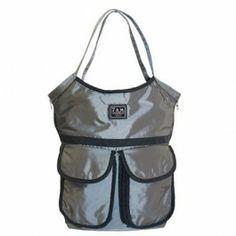 Barcelona Bag è in grado di contenere l'occorrente per il nostro piccolo e molto di più.