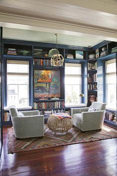 House of Turquoise: Cortney Bishop Design - love the wrap-around bookshelves Interior Exterior, Home Interior, Interior Design, Home Library Design, House Design, Library Inspiration, Bookshelf Inspiration, House Of Turquoise, Home Libraries