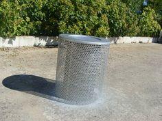 Futuro candeeiro suspendo de um filtro de ar de camião.