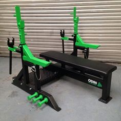 Creating your own home gym offers you a convenient way to workout more easily and more often. It helps eliminate some of the excuses for avoiding your workouts. With even a few simple pieces of gym… Home Made Gym, Diy Home Gym, Home Gym Decor, Home Gym Garage, Basement Gym, Diy Gym Equipment, No Equipment Workout, Workout Stations, Fitness Gadgets