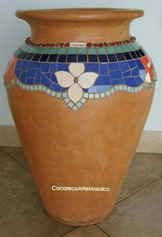 Mosaic Planters, Mosaic Garden Art, Cement Flower Pots, Mosaic Flower Pots, Mosaic Artwork, Mirror Mosaic, Ceramic Mosaic Tile, Mosaic Glass, Pebble Mosaic
