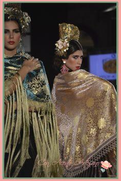 Mantones brocados con hilos de oro flecados a mano de #AntonioMoro en #WeLoveFlamenco #modaflamenca