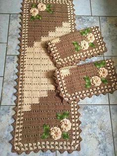 Crochet Kitchen Rug: Sets of Rugs and Walkthroughs Granny Square Häkelanleitung, Granny Square Crochet Pattern, Crochet Flower Patterns, Crochet Flowers, Knitting Patterns, Crochet Table Runner, Crochet Tablecloth, Crochet Doilies, Crochet Kitchen