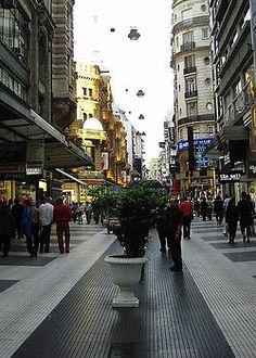 Calle Florida, peatonal, ciudad de Buenos Aires, Argentina.