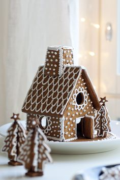 the smell of Christmas Gingerbread House Designs, Christmas Gingerbread House, Christmas Mood, All Things Christmas, Gingerbread Cookies, Gingerbread Houses, Xmas, Easy Christmas Crafts, Christmas Cooking
