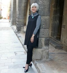 How to look chic in a tunic with trousers. Fashion for women over 50. www.chicatanyage.com