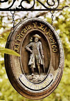 El Pirata Y El Perico Restaurante