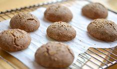Havermoutbrood – Nadia's Healthy World Hamburger, Vegetarian, Bread, Cookies, Healthy, Breakfast, Desserts, Foods, Crack Crackers