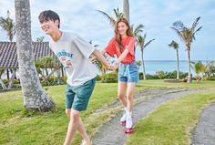 Image may contain: 2 people, people standing, sky and outdoor Ulzzang Couple, Ulzzang Girl, Kpop Couples, Cute Couples, Brother Sister Photos, Bff, Kim So Eun, Fandom Kpop, Cha Eun Woo Astro