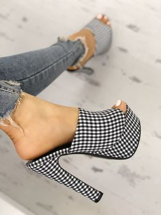 10 Harmonious Clever Tips: Shoes Flats Loafers adidas shoes grey.Slip On Shoes Heels trendy shoes heels. Shoes Adidas, Black Nike Shoes, Black High Heels, Slingback Chanel, Espadrilles Chanel, Prom Shoes, Women's Shoes, Shoe Boots, Shoes Sneakers