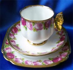 'Old Country Roses' pattern with gold butterfly - gorgeous! - Royal Albert Reg. Nº 769616 Pattern# 6263 butterfly handles