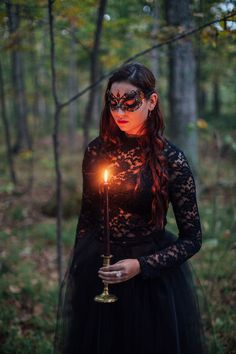 Wedding Styles - A moody and dark autumn forest wedding inspiration shoot in black, red and gold with seasonal elements by Artemis Photography. Classy Halloween Wedding, Halloween Wedding Dresses, Chic Halloween, Halloween Weddings, Halloween Photos, Halloween Ideas, Gothic Wedding, Forest Wedding, Autumn Wedding