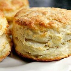 Easy Almond Flour Biscuits with Almond Flour, Baking Powder, Sea Salt, Butter, Large Eggs. They were good with biscuits and gravy Almond Flour Biscuits, Baking With Almond Flour, Almond Flour Recipes, Keto Biscuits, Fluffy Biscuits, Almond Flour Muffins, Almond Flour Bread, Almond Flour Desserts, Healthy Biscuits