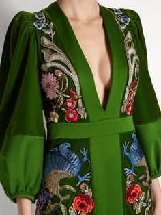 Deep V-neck embroidered velvet gown Alexander McQueen FR Fashion Details, Look Fashion, High Fashion, Womens Fashion, Fashion Design, Fashion Tips, Green Velvet Dress, Velvet Gown, Robes Glamour