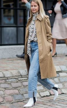 Check out the denim street style from London Fashion Week and see how it differs from the other cities! Get fashion inspiration here! Style Casual, Casual Outfits, Fashion Outfits, Fashionable Outfits, Casual Wear, London Fashion Weeks, Popsugar, White Ankle Boots, Street Style 2018
