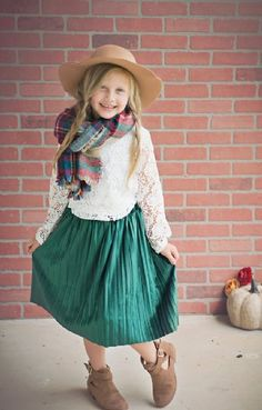 Girls green velvet pleated skirt to 8 years Velvet Pleated Skirt, Fall Outfits For School, Boho Hat, Tan Girls, Girls Christmas Dresses, Lace Sweatshirt, Work Skirts, Thanksgiving Outfit, Living At Home