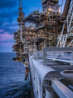 Looking for oilfield jobs? We're your one stop spot for oilfield jobs, oilfield news, oilfield learning and more. Oil Rig Jobs, Petroleum Engineering, Chemical Engineering, Bp Oil, Oil Platform, Marine Engineering, Drilling Rig, Oil Industry, Heavy Machinery