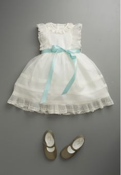 Lovely - like the simple blue ribbon, {for my little girl}