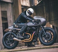 @winston_yeh of Rough Crafts with his build, the 'Slate Hammer' Harley Sportster