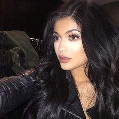 Click Through to Read The Crazy Story of How Kylie Jenner's Makeup Artist Came to Be Kylie Jenner's Makeup Artist
