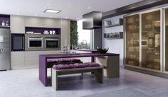 Cozinha planejada grande e elegante. Muito sofisticada e clean, essa cozinha com portas em mdf e em vidro ficou maravilhosa!