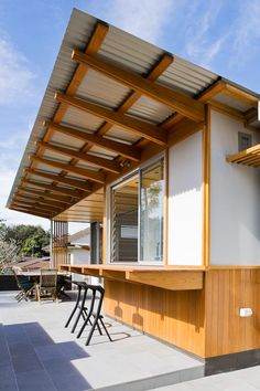 Beach Shack - Matt Elkan Architecture Photography by Simon Whitbread Sustainable Architecture, Residential Architecture, Architecture Details, Roof Design, House Design, Modern Roofing, Beach Cafe, Roof Styles, Beach Shack