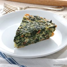 Spinach, Bacon & Onion Crustless Quiche is a great for Atkins Induction at 3 NC per serving | low carb, gluten-free, keto | momcanihavethat.com