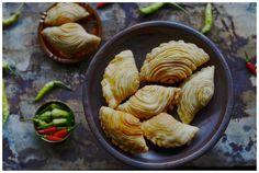 Indonesian Medan Food: Spiral Curry Puff / Kari Pap Pusing / Kari Pok
