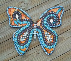 Hang in the garden or place on rebar for a butterfly that appears to be flying… Mariposa Butterfly, Butterfly Mosaic, Dragonfly Art, Butterfly Crafts, Butterfly Jewelry, Butterfly Wings, Mosaic Diy, Mosaic Garden, Mosaic Glass