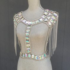 Festival Looks, Festival Wear, Festival Outfits, Festival Style, Festival Fashion, Rave Bra, Crop Top Styles, Edc, Silver Tops