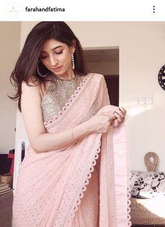 Cotton Saree Designs, Sari Blouse Designs, Dress Neck Designs, Indian Beauty Saree, Indian Sarees, Sabyasachi Sarees, Georgette Sarees, Hot Girls, Sari Dress