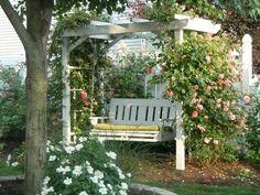 dondolo da giardino bianco