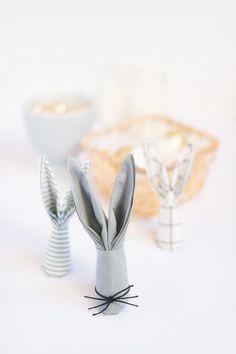 Servietten falten Hase als Deko für Ostern