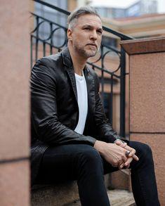 Italian Luxury Brands, Leather Men, Leather Jackets, Costume, Luxury Branding, Suit Jacket, Mens Fashion, Celebrities, How To Wear