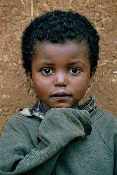 Adorable little guy! Africa - Ethiopia.LINDO ROSTRO DE NIÑA ETÍOPE.