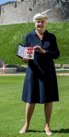 Angela Lansbury's 'proud day' as she is made a Dame by Queen Elizabeth - hellomagazine.com