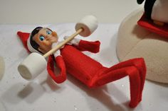 Best Absolutely Free Elf on the Shelf, or even roast marshmellows over a candle with smore stuff read. Concepts Elf on the Shelf, or even roast marshmellows over a candle with smore stuff ready to make Holiday Crafts, Holiday Fun, Holiday Decor, The Elf, Elf On The Shelf, Elf Auf Dem Regal, Christmas Holidays, Christmas Decorations, Merry Christmas